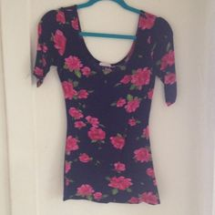 Kirra floral quarter sleeve top Super soft and stretchy fabric, long fit, cute with leggings, size Medium, purchased at PacSun Kirra Tops Tees - Long Sleeve