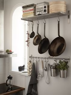 Small studio with a warm look - via Coco Lapine Design blog