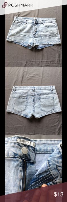 🆕Listing Forever 21 Acid Wash Short Shorts🎀🔥 Like new‼️. Only worn a few times, and the zipper and button worn great. These shorts are for the girl who wants to make a statement! Pair with a muscle tee and Converse sneakers for the perfect casual look. Don't forget to bundle and save!! Leave questions below ⬇️⬇️⬇️. -Maria Forever 21 Shorts Jean Shorts