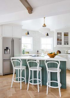 Modern farmhouse kitchen design ideas combine contemporary designs with rustic elements. Here's a list of the best modern-traditional kitchen remodel ideas. Two Tone Kitchen Cabinets, Green Cabinets, Kitchen Cabinet Colors, Painting Kitchen Cabinets, Kitchen Decor, Kitchen Ideas, Wooden Kitchen, Kitchen Paint, Kitchen Island
