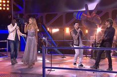 #TheVoiceAU coaches sing 'One' by U2