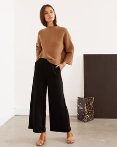 The Jo High-Waisted Culottes are ultra-flattering, high-waisted pants for everyday elegance. Mode Outfits, Casual Outfits, Fashion Outfits, Office Outfits, Office Attire, Sweater Outfits, Fashion Ideas, Workwear Fashion, Fashionable Outfits