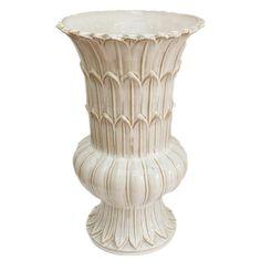 Vaso Alto Folhas Off White - Vaso de cerâmica alto off white com folhas em…