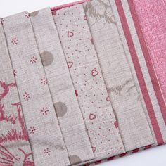Balíček látek malý růžovorežný 7 x 28 cm x 32cm Quilts, Blanket, Scrappy Quilts, Quilt Sets, Blankets, Log Cabin Quilts, Cover, Comforters, Quilting