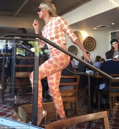 Kind of love Beyonce's pizza outfit