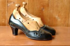20% OFF SALE / vintage 1940s shoes / 40s black babydoll heels / size 6. $115.00, via Etsy.