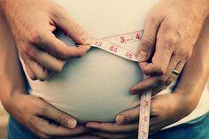 Sweet maternity photo shoot idea.