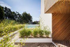 Eco-friendly green building - SilverWoodHouse, Mindelo, Portugal Architect: Ernesto Pereira, studio 3r