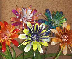 Bildergebnis für Make Tin Can Flowers - Upcycled Crafts Aluminum Can Flowers, Aluminum Can Crafts, Metal Crafts, Aluminum Cans, Soda Can Flowers, Tin Flowers, Paper Flowers, Upcycled Crafts, Recycled Art