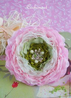 Купить Цветок заколка или брошь ручной работы из ткани Ранункулюс - бледно-розовый, цветок