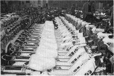 ENTREPOT DE STOCKAGE DE CYCLE-PEUGEOT A VALENTIGNEY EN 1986,