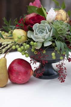 30 Ideas Wedding Flowers Burgundy Centerpieces Floral Arrangements - Blumenarrangements im Haus Christmas Arrangements, Succulent Arrangements, Silk Flower Arrangements, Wedding Arrangements, Christmas Centerpieces, Succulents, Christmas Decorations, Edible Arrangements, Colorful Centerpieces
