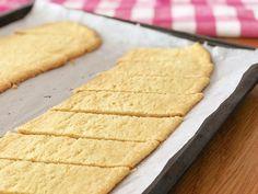 Glutenfria kolakakor | Glutenfria godsaker Bratwurst, Fika, Gluten Free Cookies, Lchf, No Bake Cake, Cornbread, Allergies, Clean Eating, Food And Drink