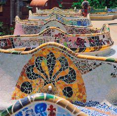 L'architecte Gaudi a conçu le Parc Güell dans les moindres détails. Barcelone - Espagne