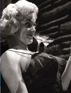 Why not balance champagne coupes on my boobs? Photo Champagne, Champagne Cocktail, Champagne Glasses, Photos Rares, Vintage Party, Vintage Photography, Retro, Old Hollywood, Burlesque