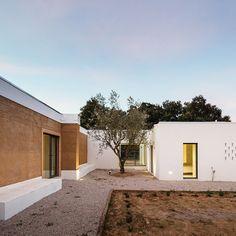blaanc-vinyard-house-casa-da-vinha-montijo-portugal-designboom-02