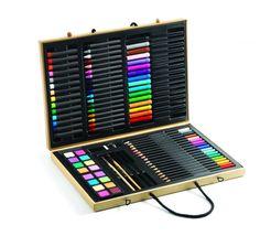 <b>Djeco Farveboks</b> - en stor kasse til den lille kunstner, fuld af alle regnbuens farver. <br><br>Farveboksen indeholder vandfarver, tuscher og kridtfarver.<br><br>Mål: 36,5 x 26 x 4 cm<br><br><b>Obs!</b> Uegnet for børn under 3 år, da produktet indeholder små dele.