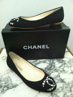 Iconic  Vintage #CHANEL Black Gold Tweed Ballet Flats