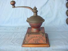 10.5in tall (includes wooden knob) RARE ANTIQUE GRISWOLD MFG. Co. ERIE PA. CAST IRON COFFEE BEAN GRINDER MILL