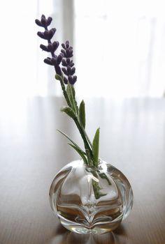 かわいいコロンとした形の一輪挿しです。小さなお花やお庭の葉っぱを飾っても素敵です。大きさは高さ約6cm、直径約5cmです。|ハンドメイド、手作り、手仕事品の通販・販売・購入ならCreema。