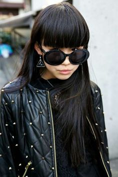 Street style frangetta lunga con capelli liscissimi
