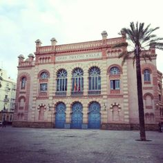 185. #veranoenAndaluciaES Teatro Falla, Cádiz. By Amanda López Ures Places In Spain, South Of Spain, The Province, Andalusia, Beautiful Places To Visit, Mansions, House Styles, City, Building