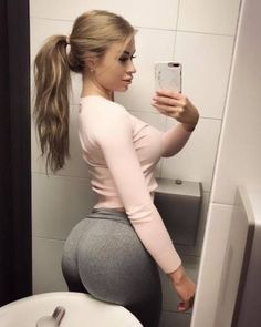 Yoga Pants Girls, Yoga Girls, Pretty Prom Dresses, Fitness Workout For Women, I Love Girls, Sexy Hot Girls, Girl Pictures, Fit Women, Curvy Women