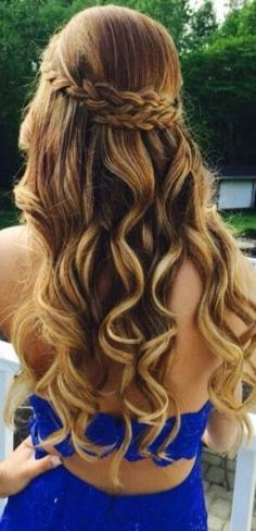 50 Gorgeous Prom Hairstyles For Long Hair - Gorgeous prom hairstyles for long hair and short hair! These braids, waves, curls or braids will all look amazing in your hair for prom day especially if you need prom hairstyle ideas for really long hair. Prom Hairstyles For Long Hair, Graduation Hairstyles, Homecoming Hairstyles, Box Braids Hairstyles, Trendy Hairstyles, Wedding Hairstyles, Funky Haircuts, Quinceanera Hairstyles, Teenage Hairstyles