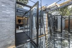 Baochao Hutong Invisible Yard / DAGA Architects | ArchDaily Resort Plan, Glass Curtain Wall, Small Courtyards, Design Language, Modern Buildings, Beijing, Old Houses, Home Projects, Facade