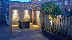 Een mooie avondfoto van J En J Tuinstyling uit Beverwijk! Bij een tuin in Saendelft hebben zij de Fish-eye wall (aan de wanden) en Scope (onder de boompjes) van In-lite gebruikt. Kwalitatief hoogstaande producten, aangeleverd door Bakker Buitenleven!
