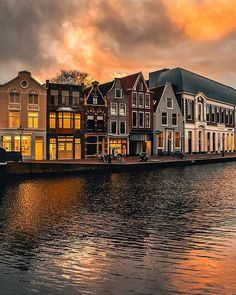 One of the oldest city in The Netherlands is Leiden yesterday I was lucky to have this amazing sky although it was very windy. Have you been to Leiden? If not you must do it when youll come back to The Netherlands . . @hello_worldpics @beautifuldestinations @living_europe @citybestviews @kings_villages @awesome_earthpix . . . . #bestplacestogo#bestvacations #wonderlust#beautifulmatters #takemethere#hello_worldpics #huffposttravel#iamtraveler #kings_villages#postcardsfromtheworld…