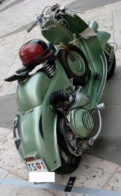 Vespa Motorcycle, Vespa Ape, Lambretta Scooter, Vespa Scooters, Classic Vespa, Vintage Vespa, Vintage Italy, Anglo Saxon, Cars And Motorcycles