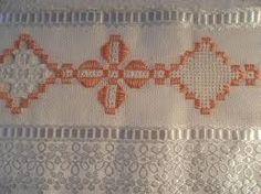 toalhas de banho bordadas em ponto crivo ile ilgili görsel sonucu