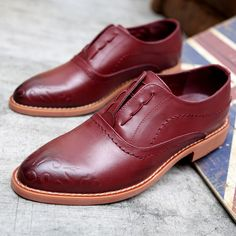 Men Shoes Genuine Leather Shoes British Style Casual Flats Carved Brock Shoes Male Leather Wedding Shoes Pointed Toe Leather Red