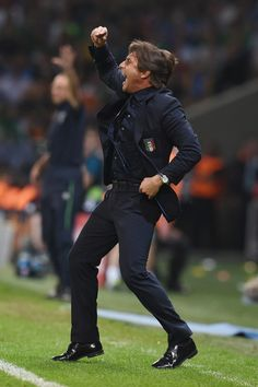 Antonio Conte head coach of Italy gestures during the UEFA EURO 2016 Group E match between Italy and Republic of Ireland at Stade Pierre-Mauroy on June 22, 2016 in Lille, France.