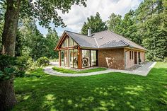 Bungalow with loft character - by Viebrockhaus Modern Exterior, Interior Exterior, Future House, Dome House, H & M Home, House Elevation, Little Houses, Victorian Homes, My Dream Home