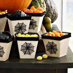 stylische kunstwerke zu halloween elegante Schalen für Bonbons