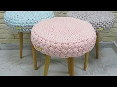 Dear ladies, there is a knitting stool model that you can do with combing rope. - Fatma KAPUSUZ - - Dear ladies, there is a knitting stool model that you can do with combing rope. Crochet Quilt, Crochet Cushions, Crochet Home, Crochet Motif, Crochet Stitches, Braidless Crochet, Beginner Crochet Tutorial, Stool Covers, Embroidery Tools