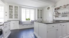 The devil is in the details – Fason Elegant Kitchens, Beautiful Kitchens, Updated Kitchen, New Kitchen, New England Homes, New Homes, Kitchen Interior, Kitchen Decor, Küchen Design