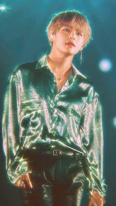He's glowing he's ethereal he's Kim Taehyung Bts Taehyung, Bts Bangtan Boy, Bts Jimin, Daegu, Foto Bts, Taekook, Cindy Crawford 90s, Boy Band, V Bts Wallpaper