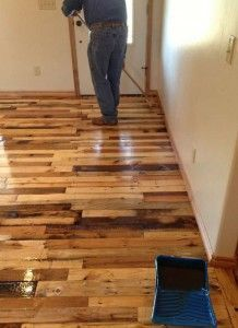 Instructions pour paver le sol de votre maison avec des planches de palettes