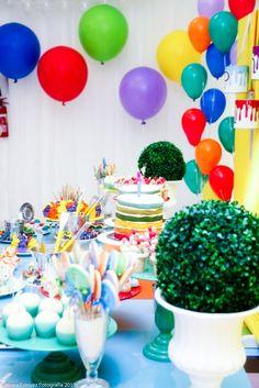"""Essa festa foi sucesso total por onde foi publicada! Bombou nosinstagrans da vida e sites de decoração de festas infantis… Não foi a toa! Alegre que só ela, o tema … Continue lendo """"Festa Pintando o 7"""""""