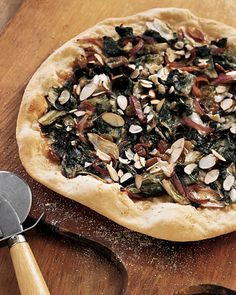 Escarole and Gruyere cheese, with a scattering of currants and raisins, make this a savory, satisfying pizza. Pizza Recipes, Healthy Recipes, Healthy Eats, Healthy Life, Dessert Recipes, Desserts, Love Pizza, Pizza Pizza, Pizza Party