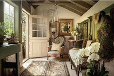 Create Authentic Farmhouse Style Mudrooms - Rustic Home Decor Country Style Cottage, English Cottage Style, English Country Cottages, English House, Cottage Living, Cottage Homes, Farmhouse Style, Farmhouse Decor, Cottage Entryway