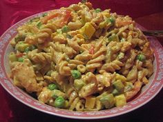 Broileri-pastasalaatti Pasta Salad, Curry, Ethnic Recipes, Food, Red Peppers, Crab Pasta Salad, Curries, Essen, Meals