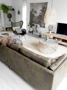 Binnenkijken bij Thea - My Simply Special - Lilly is Love Chesterfield Bank, Ascot Style, Warm Industrial, My House, Ottoman, Interior Decorating, New Homes, House Design, Inspiration
