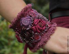 Браслет текстильный в стиле бохо В лиловых отблесках рассвета. Браслет с объемной вышивкой бисера. Авторские украшения Уральские сказы.
