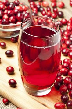 Is cranberry juice acidic? Cranberry juice is considered acidic, but it is very good for you. Cranberry juice has many health benefits. Healthy Weight, Get Healthy, Healthy Tips, Jugo Natural, Salud Natural, Fast Weight Loss, Weight Loss Tips, Weight Gain, Losing Weight