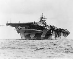 aircraft carrier USS Yorktown anchored at Majuro Atoll, Marshall Islands, South Pacific. On the deck of the ship carrier-based aircraft with folded wings are visible. Naval History, Military History, American Aircraft Carriers, Uss Yorktown, Navy Carriers, Navy Aircraft Carrier, Us Navy Ships, Man Of War, United States Navy