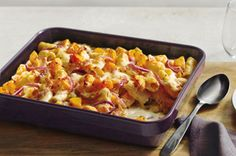 A vegetarian bake perfect for autumn, but delicious any time of the year. Butternut squash and pasta get tossed in a creamy and cheesy sauce in this simple-to-prepare, but special, dish. Kraft Recipes, Baked Pasta Recipes, Baking Recipes, Cheese Recipes, Mushroom Pasta Bake, Bacon, Pasta Casserole, Turkey Casserole, Vegetarian Bake